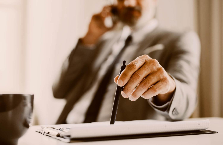 telefonáló ügyvéd