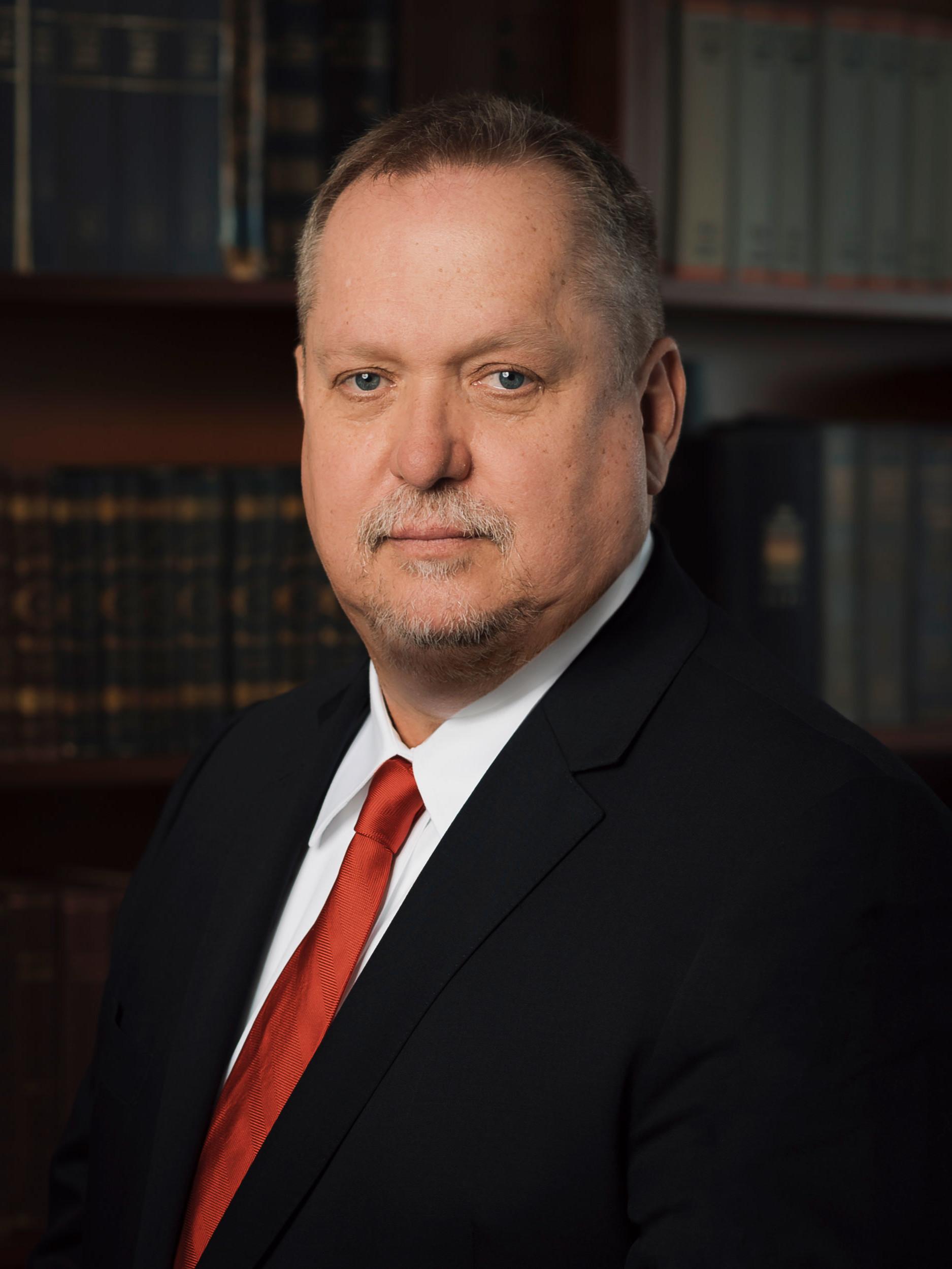 Дьёрдь Ётвёш — партнер и управляющий директор, основатель компании Family Tree Ltd.
