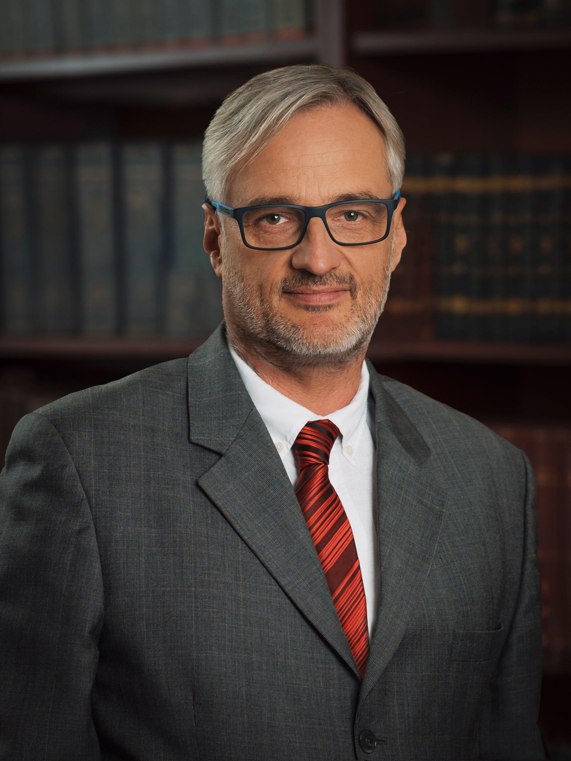Dr. Lippai Pál Gábor